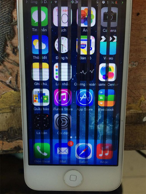 Màn hình iPhone bị sọc