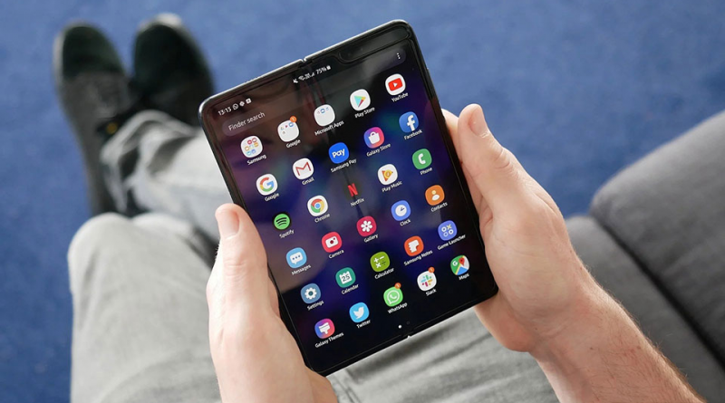 Điện thoại màn hình gập Galaxy Fold đầu tiên của Samsung