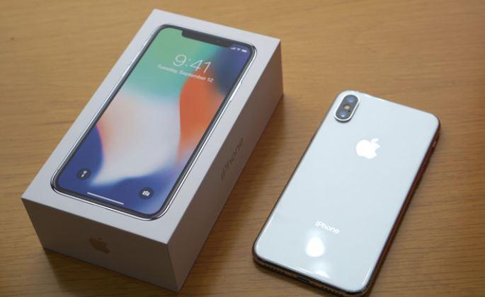 iPhone xách tay thường có giá bán rẻ hơn điện thoại chính hãng tới vài triệu đồng