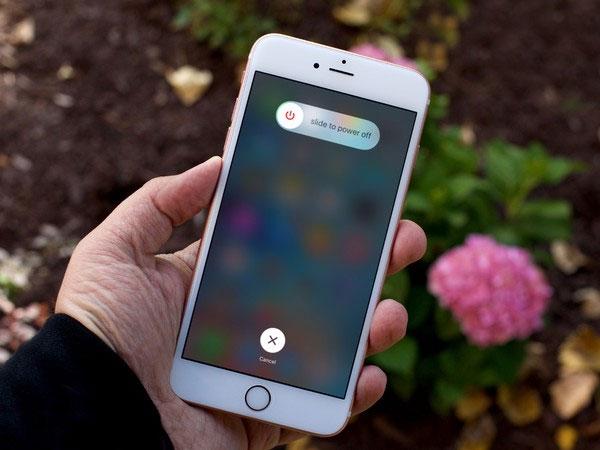 Reboot điện thoại để giải quyết vấn đề đơ khi sử dụng