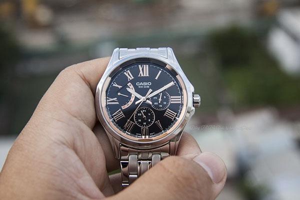 Đồng hồ WR50m với thiết kế mang nét sang trọng