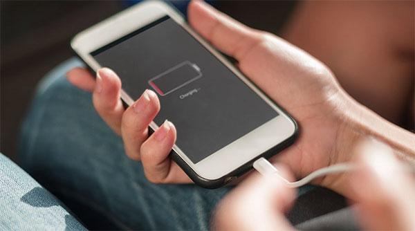 Không nên vừa sạc vừa xả pin cho iPhone 7