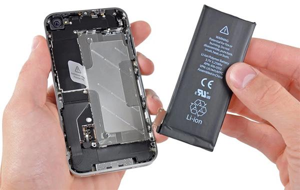Màn hình bị đen do pin điện thoại gặp vấn đề