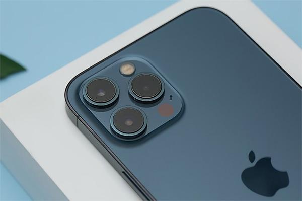 Camera iPhone 13 Pro Max và iPhone 12 Pro Max vẫn có số lượng cảm biến giống nhau.